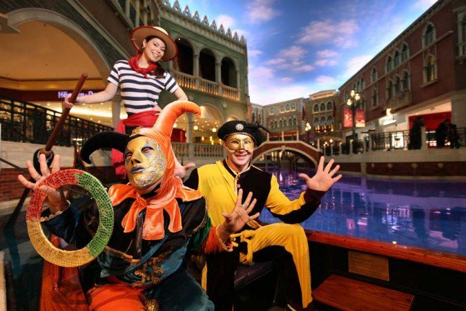 Gondola at Venetian Macao: Characters